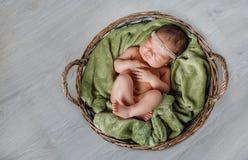 Portrait en gros plan d'un bébé de sommeil photo stock