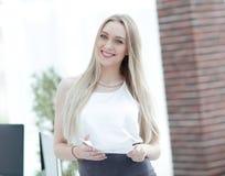 Portrait en gros plan d'une jeune femme élégante d'affaires Photos libres de droits