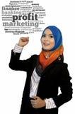 Portrait en gros plan de beau jeune étudiant asiatique avec le nuage de mot de bénéfice photographie stock libre de droits