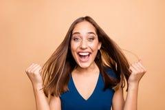 Portrait en gros plan de elle elle beau heureux droit optimiste gai gai fascinant toiletté attrayant joli photographie stock