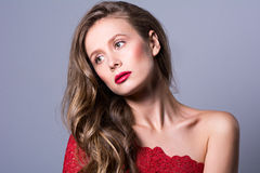 Portrait en gros plan de jeune belle femme Images libres de droits