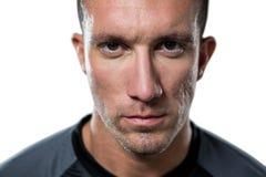 Portrait en gros plan de joueur sérieux de rugby images libres de droits