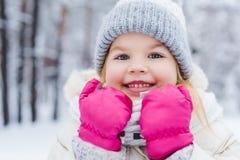 portrait en gros plan de petit enfant mignon Photos libres de droits