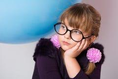 Portrait en gros plan des verres de port d'une adolescente Photographie stock