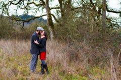 Portrait engagé heureux de couples photographie stock libre de droits