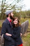 Portrait engagé heureux de couples photos libres de droits