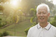Portrait extérieur asiatique d'homme d'aînés Images libres de droits
