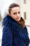 Portrait extérieur d'hiver de femme tranquille Photographie stock