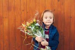 Portrait extérieur d'un petit garçon mignon Photo libre de droits
