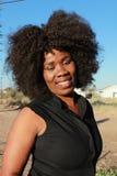 Portrait extérieur d'une belle femme africaine de sourire image libre de droits