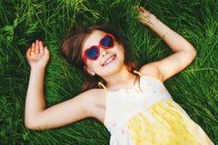 Portrait extérieur de fille assez petite Image stock