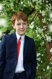 Portrait extérieur de garçon allant à la première sainte communion Images libres de droits