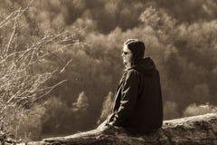 Portrait extérieur de nature d'adolescente, regard de vintage Images libres de droits
