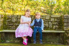 Portrait extérieur des enfants adorables Images libres de droits