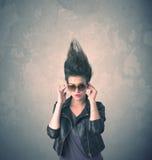 Portrait extrême de jeune femme de coiffure image stock