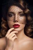 Portrait facial de dame avec les yeux bruns Photo stock