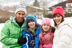Portrait Familien-der tragenden Winter-Kleidung lizenzfreies stockfoto