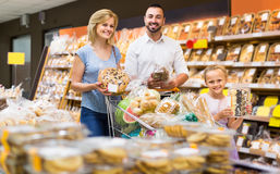 Portrait of family choosing bread and sweets in bakery section Stock Photography