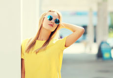 Portrait of fashion pretty blonde woman in sunglasses Royalty Free Stock Photos