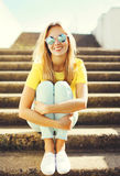 Portrait fashion pretty smiling woman wearing a sunglasses Stock Photography