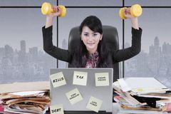 Female manager lifting two dumbbells Royalty Free Stock Photos