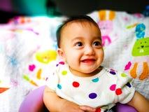 Portrait franc d'un bébé asiatique mignon et expressif Mode de vie et concept d'enfance Image stock