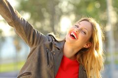 Funny woman joking in a park and looking you Royalty Free Stock Photos