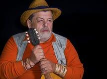 Portrait gentil d'un musicien supérieur avec la mandoline Image libre de droits