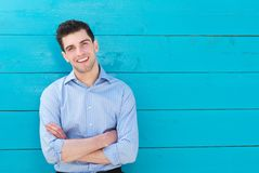 Portrait of a handsome young man smiling with arms crossed Royalty Free Stock Photos