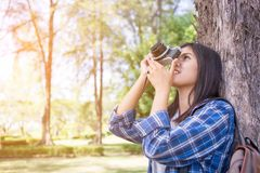 happy Asian woman taking photos with a DSLR camera Royalty Free Stock Photos
