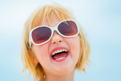 Portrait of happy baby girl in sunglasses Royalty Free Stock Photos