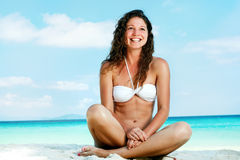Portrait of a happy young woman posing while on the beach Royalty Free Stock Photos