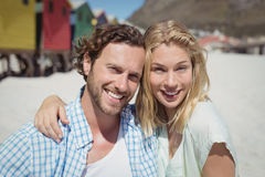 Portrait of happy couple at beach Royalty Free Stock Photos