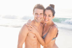 Portrait of happy couple embracing on the beach Royalty Free Stock Photos
