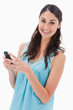 Portrait of a happy woman reading a text message Royalty Free Stock Photos