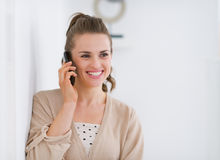Portrait of happy woman talking mobile phone Royalty Free Stock Photography