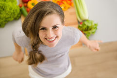 Portrait of happy young woman in kitchen Royalty Free Stock Photography