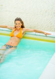 Portrait of happy young woman relaxing in pool Royalty Free Stock Photography