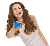 Portrait of happy young woman showing credit card Royalty Free Stock Images
