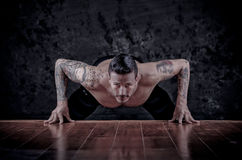 Portrait of a healthy young guy doing push ups Royalty Free Stock Photography
