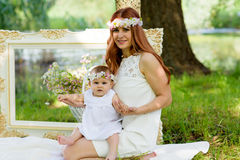 Portrait heureux de bébé et de mère Image libre de droits