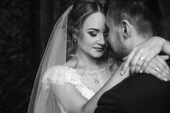 Portrait heureux de couples de nouveaux mariés, plan rapproché de visage de blonde de nouveaux mariés Photographie stock libre de droits