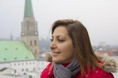 Portrait heureux de femme à Bielefeld, Allemagne images libres de droits