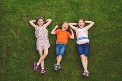 Portrait heureux de trois enfants Photo stock