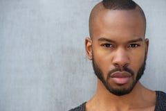 Portrait horizontal d'un jeune homme beau d'afro-américain Photos libres de droits