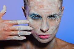 Portrait horizontal de femme avec la peinture sur le visage Photographie stock