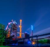 Portrait industriel de nuit images stock
