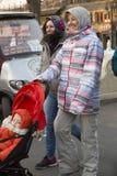 Portrait instantané d'une famille de déplacement étrangère Image libre de droits