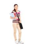 Portrait intégral d'une écolière tenant des carnets Image libre de droits