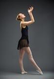 Portrait intégral de ballerine de danse avec des mains  photographie stock